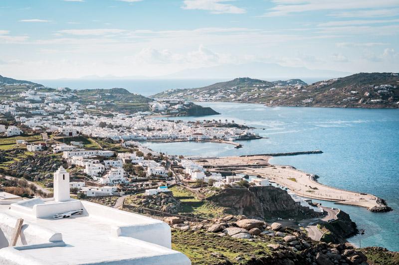 blick auf mykonos stadt chora panorama