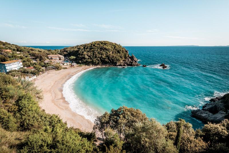 sarakiniko beach parga griechenland