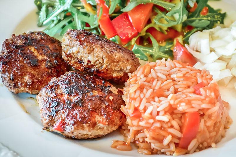 Bifteki Burger Rind Hackfleisch Griechenland Speisekarte