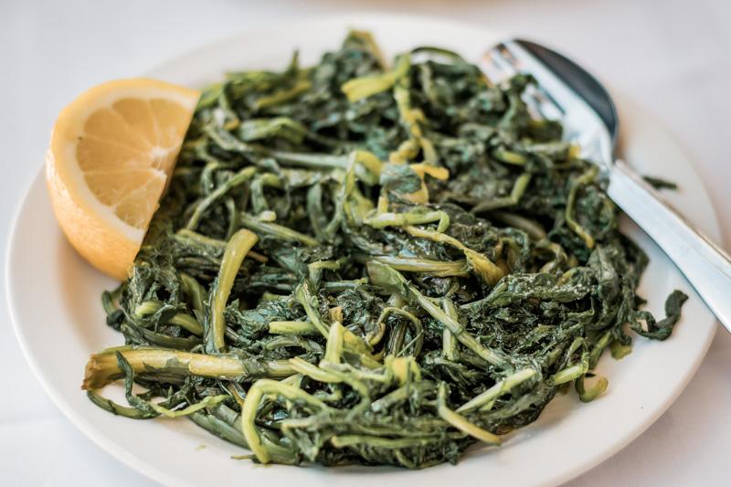 Griechische Speisen Chorta Löwenzahn Greens