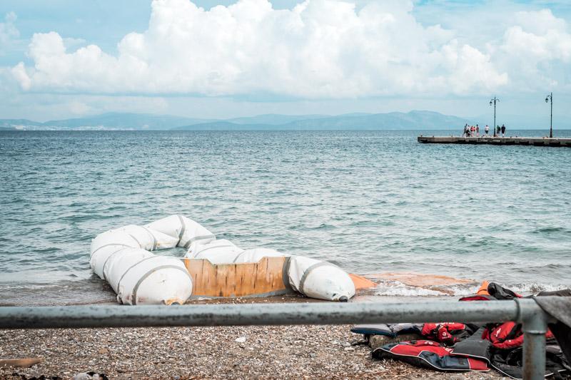 flüchtlinge in griechenland aktuell schlauchboot schwimmwesten