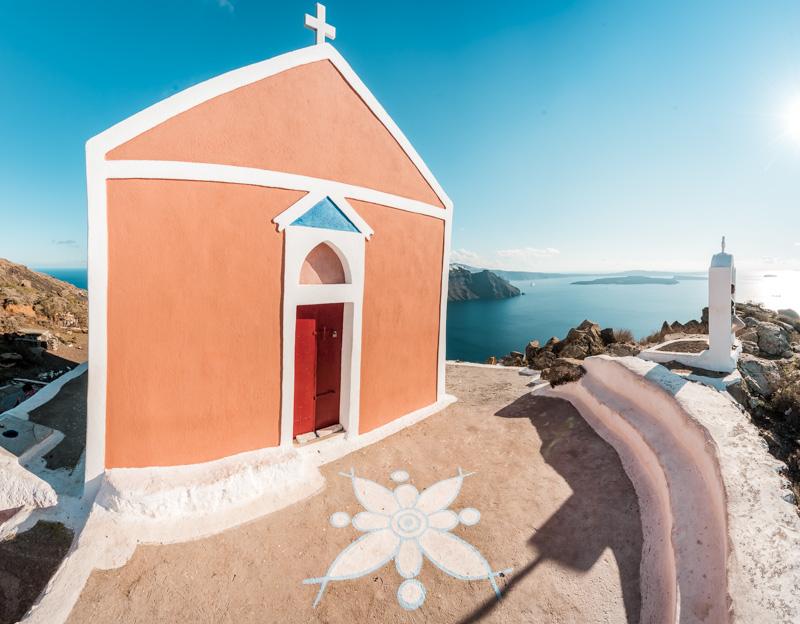 Santorini Sehenswürdigkeiten Bunte Häuser Kirche Panagia