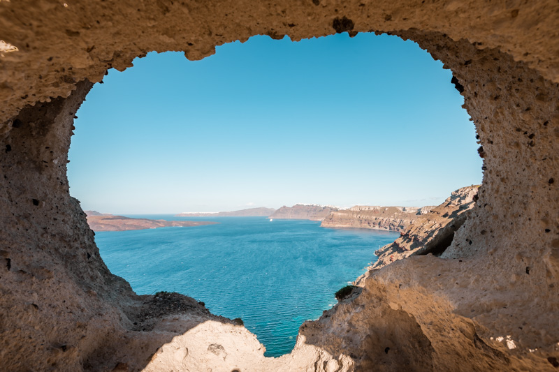 the heart of santorini felsenfenster