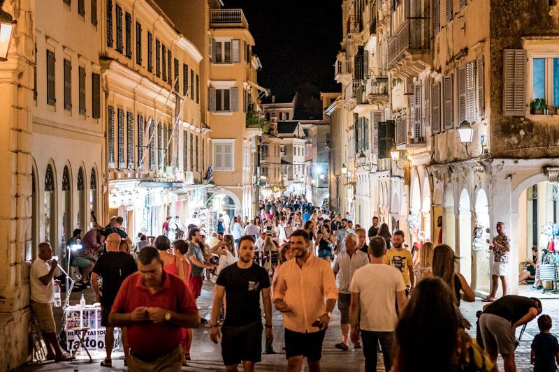 Kerkyra Stadt am Abend Korfu