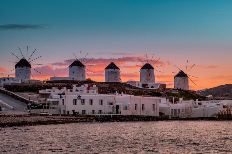 Windmuehlen Mykonos Griechenland Sonnenuntergang