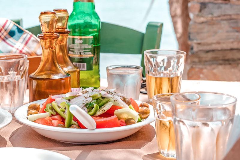kamari beach taverne almyra fourni