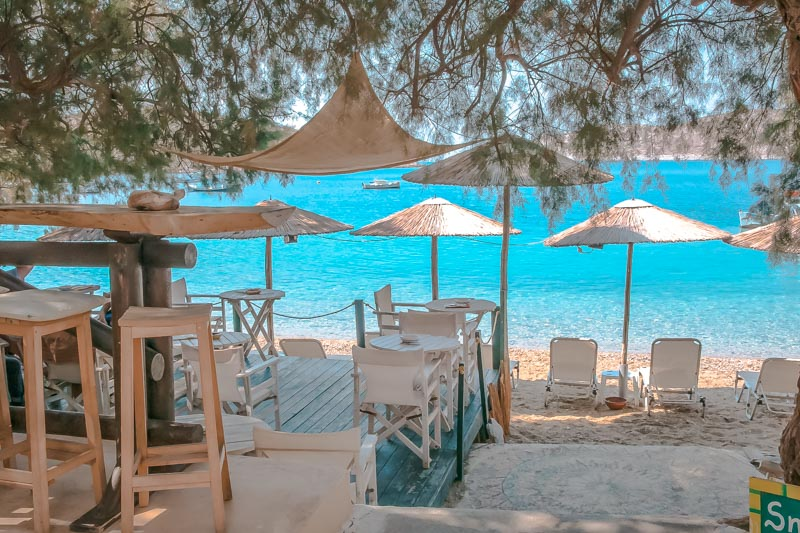 kampi beach bar fourni