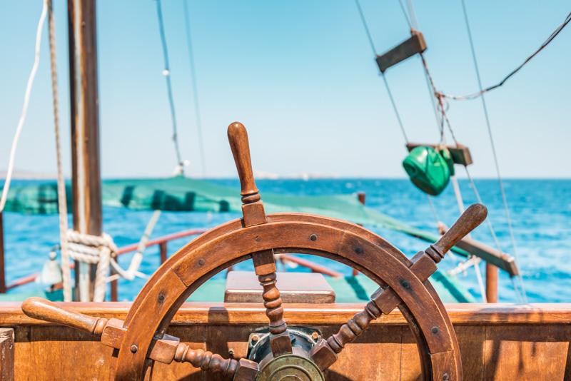 Santorini Segel Ausflug Yacht Katamaran