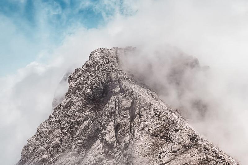 Olympos Griechenland Hoechster Berg Lichtender Hochnebel